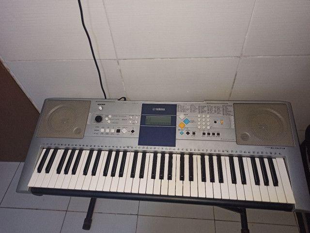 Teclado Yamaha PSR-E323