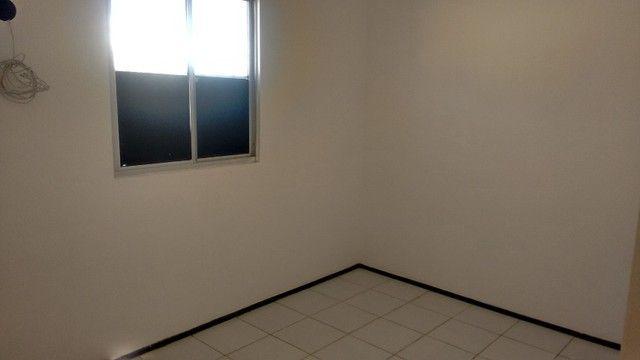 Kitinet um Quarto, Nascente, em Condomínio, com Vaga e ônibus na porta. Um mês de Caução. - Foto 7