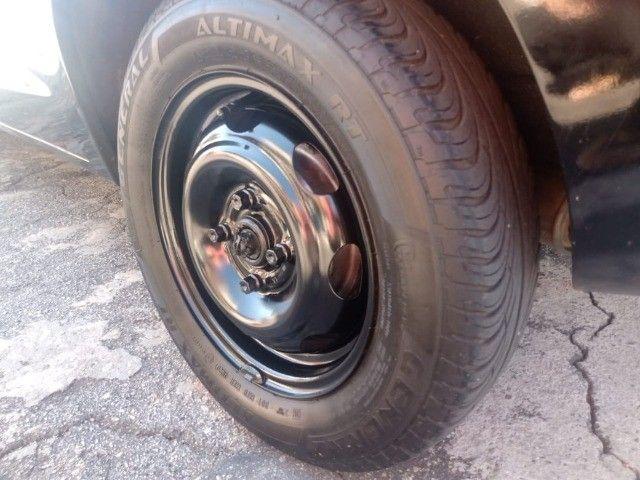 Celta 2003 com 4 pneus zeros  - Foto 11