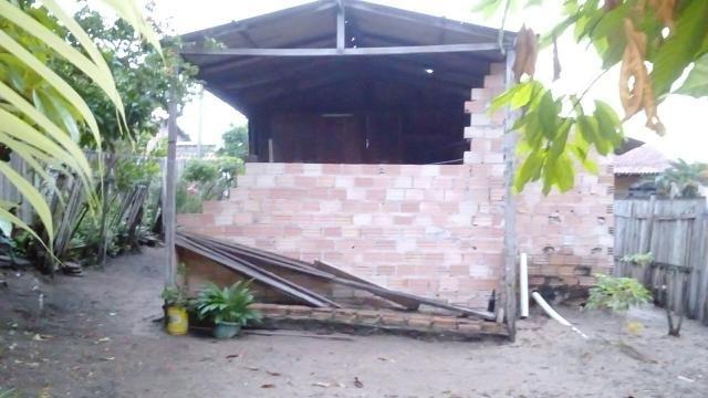 Terreno com casa simples