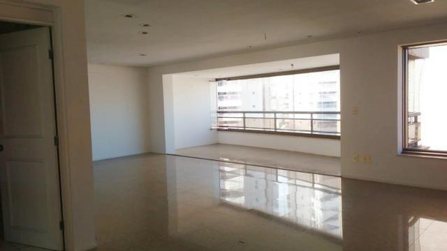 Ed Lucca apartamento amplo e ventilado com localização privilegiada - Foto 9