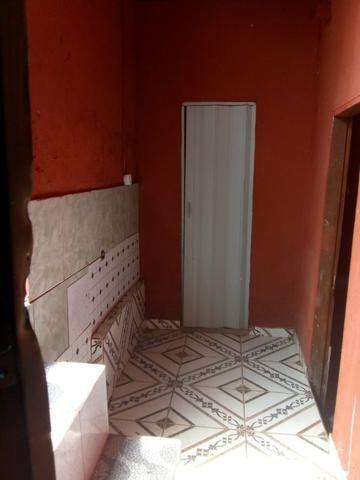 Aluga-se quarto com banheiro e mini cozinha! - Foto 3