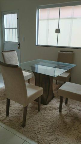 Mesa de Vidro com 4 Cadeiras Estofadas