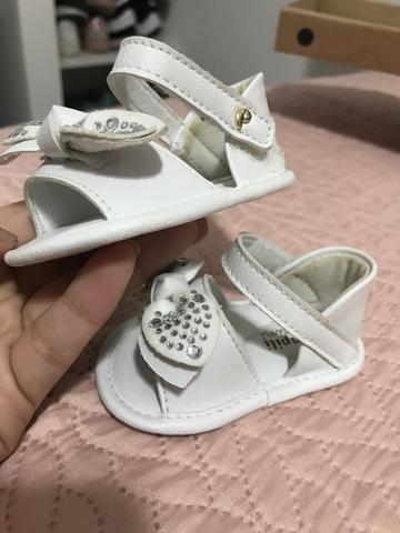 Sandália branca couro bebê linda - Foto 4