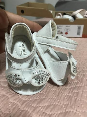 Sandália branca couro bebê linda - Foto 2