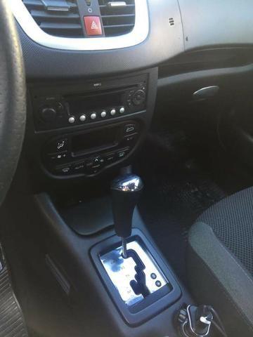 Peugeot 207 XS Aut GNV 5ª G 16m3 Muito Novo de Mulher - Foto 9