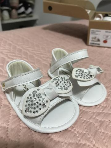 Sandália branca couro bebê linda