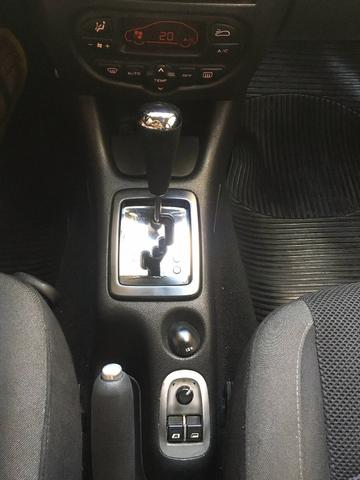 Peugeot 207 XS Aut GNV 5ª G 16m3 Muito Novo de Mulher - Foto 10