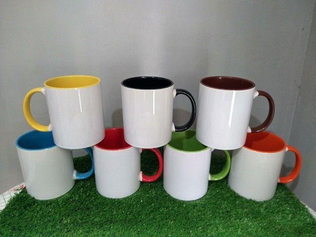 Canecas personalizadas com alça e interna coloridas  - Foto 5