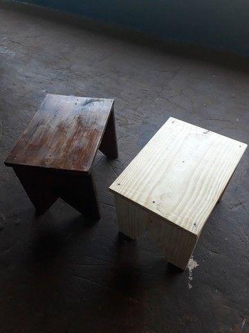 Banquinhos de madeira pinus rusticos 32 cm altura  - Foto 5
