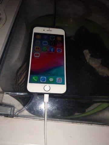 Vendo ou troco iPhone 6 128 gigas funcionando perfeitamente bateria 100 por cento. - Foto 3