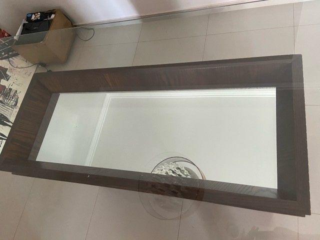 Vendo mesa de vidro com base de madeira  - Foto 2