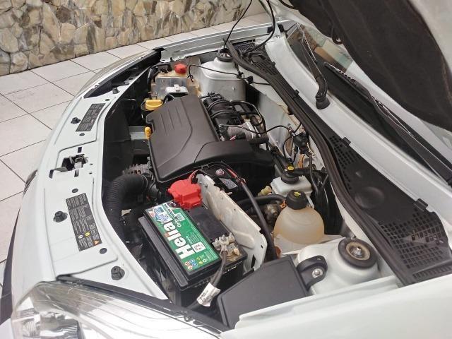 Sandero 2013 expression 1.0,impecável,90mkm,pneus novos,manual e chave copia - Foto 3