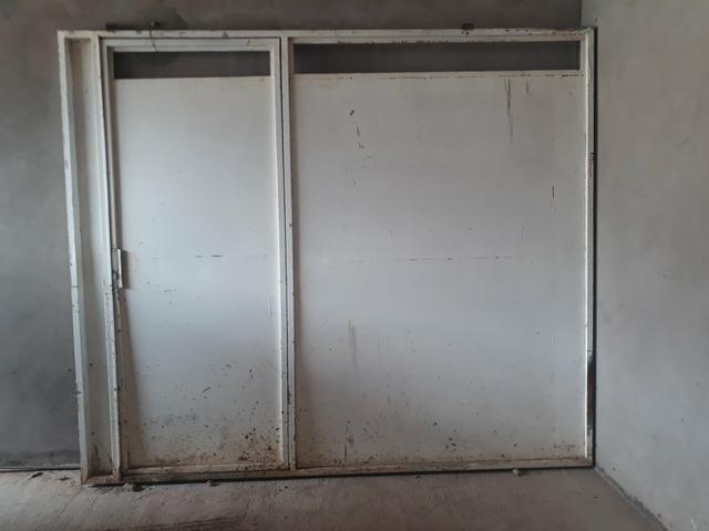 Vende-se 01 portão feito em chapa - Foto 2