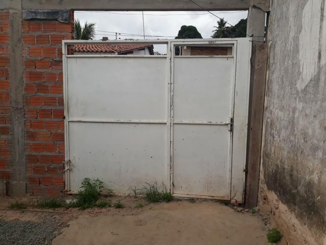 Vende-se 01 portão feito em chapa