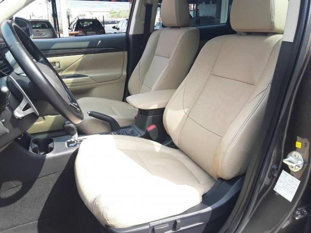 Mitsubishi Outlander 2.2 - Foto 6