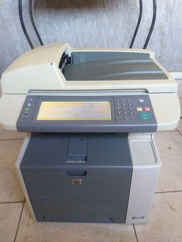 Impressora e copiadora HP p3027 bem conservada com toner novo  - Foto 2