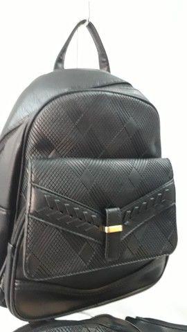 Conjunto mochila + Necesserie + bolsinha de mão  - Foto 2