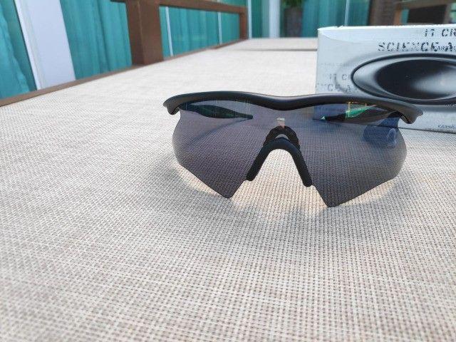 Oakley M Frame Heater 09-100 Preto Lentes Cinza Original - Foto 3