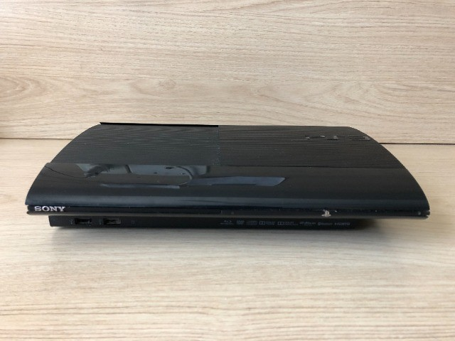 Playstation 3 + 1 Controle Remoto + 2 Jogos