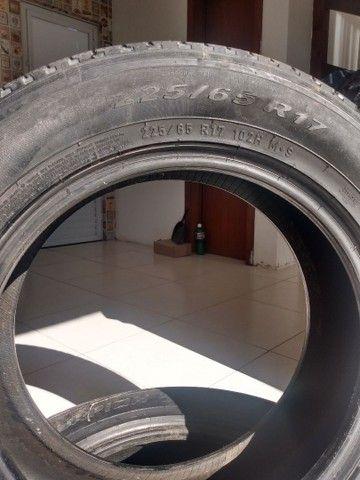 Vendo 2 pneus Pirelli meia vida 225/55-17 - Foto 2