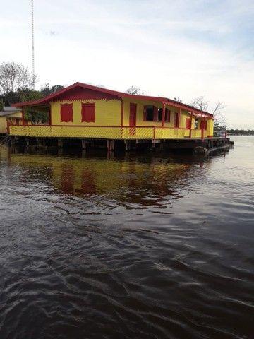 Flutuante casa-comercio