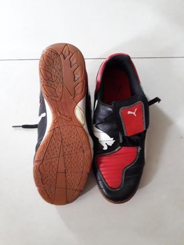 Tênis de Futsal PUMA - Tam 40 - R$ 60,00 - Foto 3