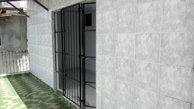 Casa Vila Canaria 1º andar Rua Principal Ótima Localização R$ 700,00 Ligue: 3215-4603