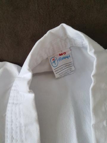 Kimono branco tamanho M0 (4 a 6 anos) - Foto 2