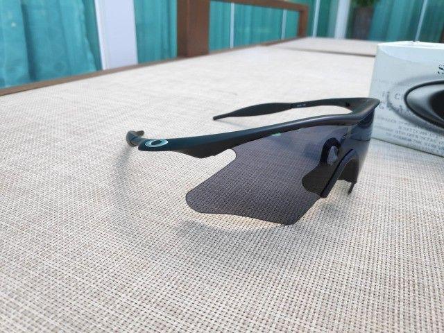 Oakley M Frame Heater 09-100 Preto Lentes Cinza Original - Foto 2