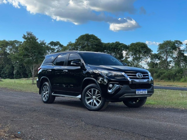 Toyota Hilux SW4 SRX 2.8 4x4 - 2017