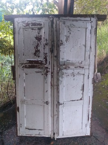Janela antiga com vidros - Foto 2