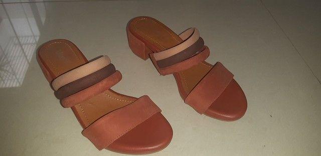 Sandália em couro n. 35