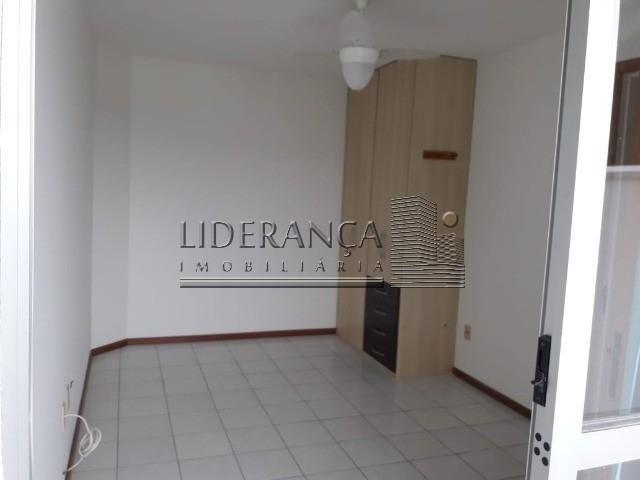 Apartamento, Serrinha, 1 dormitório, sala com sofá cama e rack, cozinha com armários, área - Foto 13