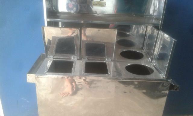 Vende-se carrinho de cachorro quente semi novo com vários acessórios - Foto 2