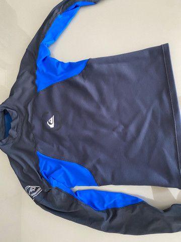 Bermuda e camisa mormaii, camisa quiksilver - Foto 5