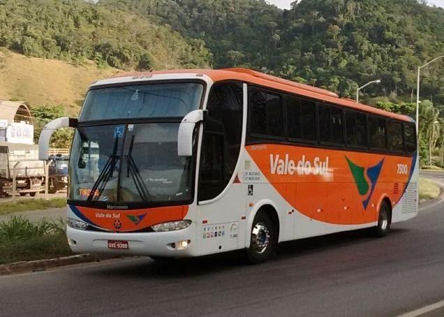 Ônibus rodoviário executivo, 46 lugares. Motor Mercedes O-500 RS - 360 cv