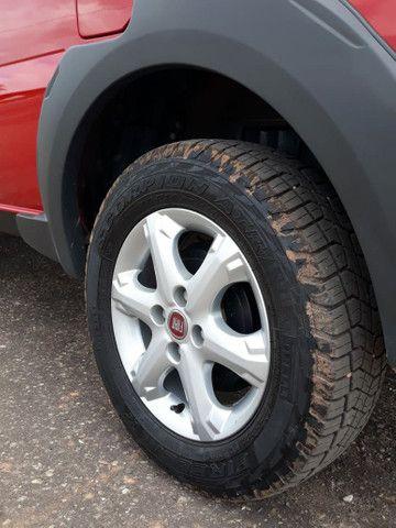 vendo está Fiat Strada, semi nova, tem apenas 18 mil km rodados, muito nova, ano 16/17  . - Foto 6