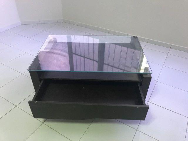 Vendo centro em madeira e tampo de vidro - Foto 2