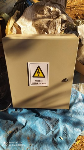 Caixa de comando para painel elétrico