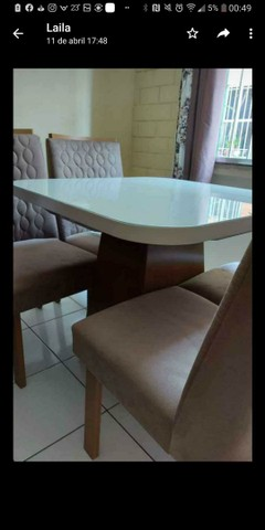 URGENTE !!!!!Vendo linda mesa com quatro cadeiras.POUQUÍSSIMO  USO - Foto 4
