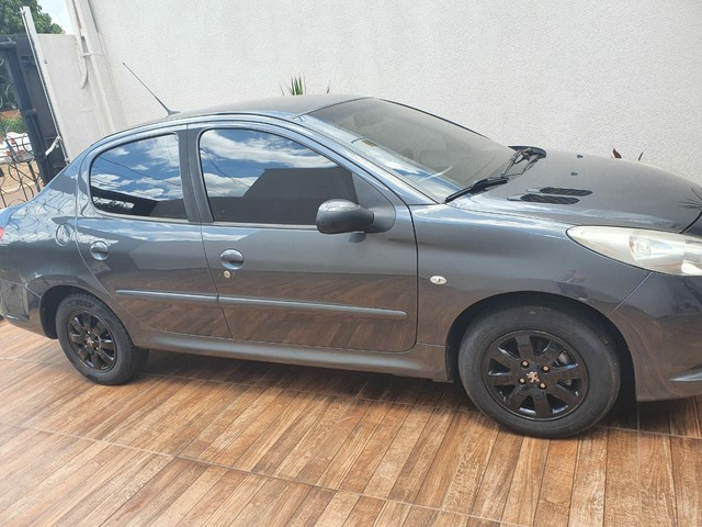 Vendo ou troco Pegeout 207 1.4 sedan - Foto 3
