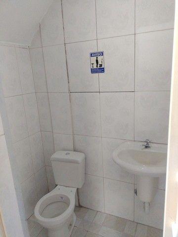 Aluga se salão de 150 metros quadrados com  três banheiros  por 3.000 abaixei  - Foto 4