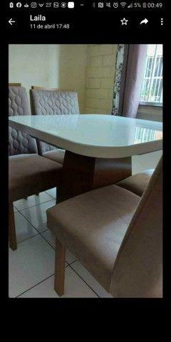 URGENTE !!!!!Vendo linda mesa com quatro cadeiras.POUQUÍSSIMO  USO - Foto 3