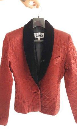 Vendo um lindo Blazer feminino todo novo   na cor velmelho com preto. - Foto 3