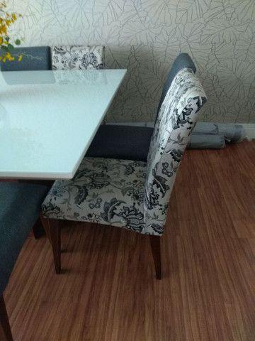 Mesa quadrada  com 8 cadeiras  novinha  - Foto 5