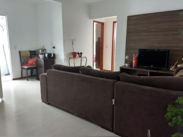 Apartamento com 2 dormitórios, Sendo 1 Suíte, bem localizado nos Ingleses!