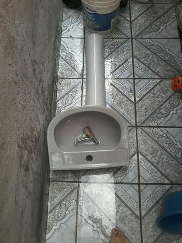 Pia de banheiro nova !
