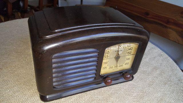 Rádio valvulado Airline de baquelite