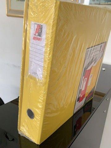 3 pastas organizadoras novas com ferragem cromada, marca polycart cor amarela - Foto 4